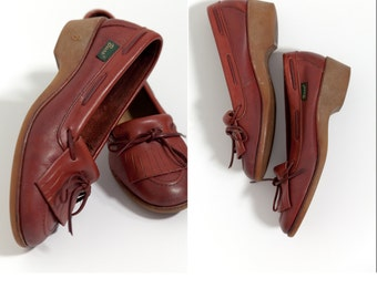 Vintage Womans Gum Sole Loafers • Size 8 Bass Leather and Gum Sole Loafers • 80's Bass Kilty Fringe • Bohemian Shoes • Hippie Shoes