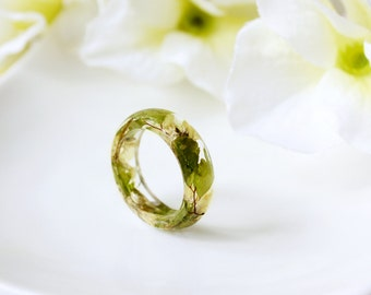 Resin / ring / yellow green / Real Flower Jewelry, Resin Flower Ring, Real Flower Ring, Cool Ring, Botanical, Pressed Flowers, gift gor her
