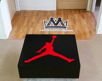 Giant shoe box Air Jordan, or  Nike Shoebox !