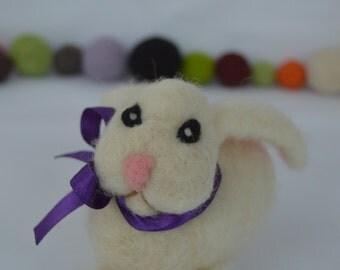 Needlefelt bunny, Easter Bunny needle felting, felted rabbit, handmade, sheep wool, felted sculpture