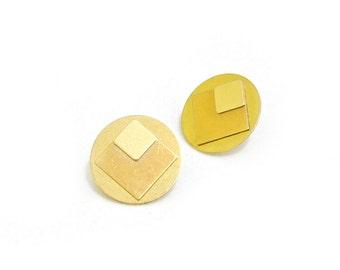 Geometric earrings made of brass - circle Stud Earrings - ARA