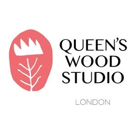 QueensWoodStudio Logo. Copyright: QueensWoodStudio