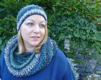 Set knit hat/loop river