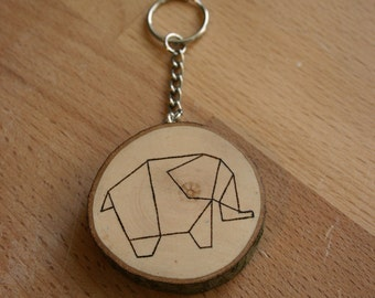Wooden keychain with elephant design - pyrograhy - gift idea - personalized on request