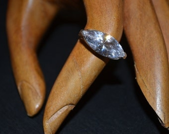 Vintage sterling silver ring with zirconia ext.079