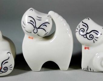 Singing-Cat Figurine