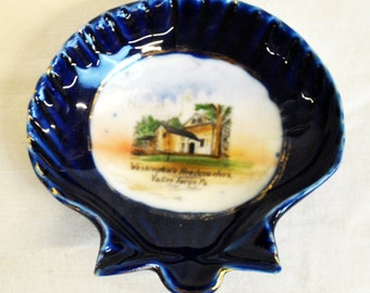 """Hand painted nut dish, Washington's Headquarters, Valley Forge, Pennsylvania. 4 1/2"""" x 4 1/4"""", weight 2.8 oz."""