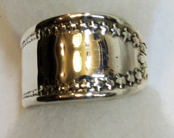 """Simple, Bold, Star Patterned """"Spoon Ring"""", sz 9.5"""