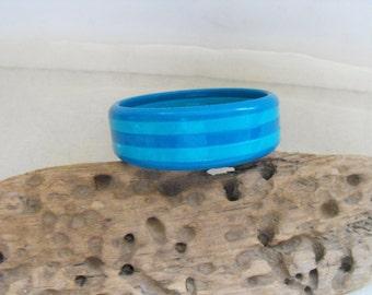 Fab and fun 2 tone blue acrylic vintage bangle