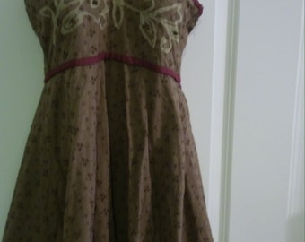 Beautiful, tie-at-neck summer dress in tan/olive, super liteweight - size Medium