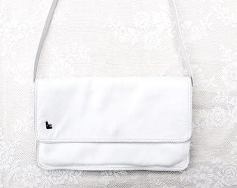 Envelop | White leather handbag with shoulderstrap. Shoulderbag pure white wedding purse