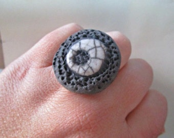 Ring ceramic raku black and white - adjustable - Lava Collection
