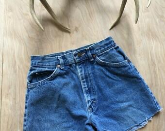 Vintage denim cutoffs, Lee shorts, vintage Lee, medium wash, denim shorts, cutoffs, highwaisted, worn in, 80s shorts, boho shorts, size 7