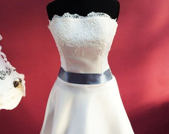 Noble wedding dress with lace detail