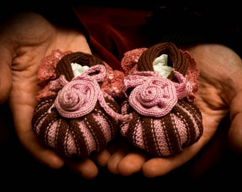 Tricot baby shoes, tricot baby socks, 1 - 5 months knitted baby booties, flower baby shoes, soft baby shoes, brown rose baby shoes