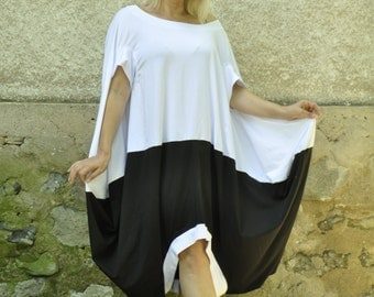 Sexy Extravagant black white tunic/Loose dress/Sleeveless tunic top/Maxi oversize blouse/Handmade black and white tunic/Oversize dress/T1463