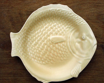 """Shorter & Son Pale Yellow Fish Plate 8.75"""" Replacement Excellent"""