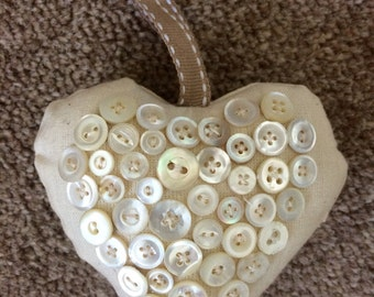 Vintage Button Heart (small buttons)