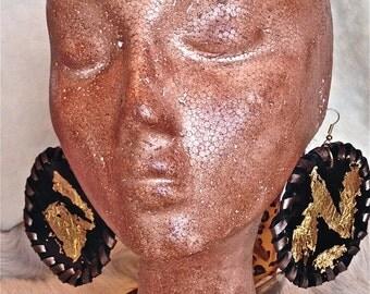 FREE SHIPPING!!!Leather earrings with gold foil, boho,hippie,chic,ethnic,gypsy,pendientes de piel con pan de oro,étnicos