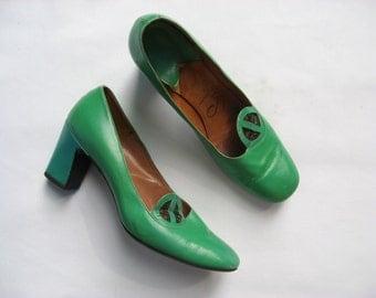 Vintage 60s shoes, green block heel shoes,Sabra shoes, mad men shoes, block heel pumps