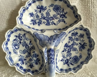 Zwiebelmuster Bohemian Blue Onion 3 compartment serving dish