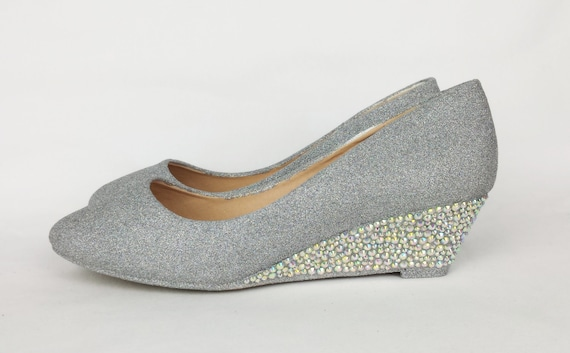Women's s shoe styles are saddle shoes, wedges, stilettos, kitten heel pumps, oxfords, loafers, moccasins, sandals, boots and mules. Learn and shop.