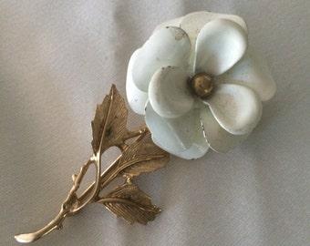 Vintage Avon White Enamel Flower Brooch (Shabby) and Signed