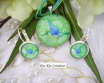 Silvery finery, necklace and earrings sleepers, glass cabochon, motive blue hummingbird on green bottom, cordon, chain of extension.