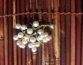 Beautiful brooch, pearls