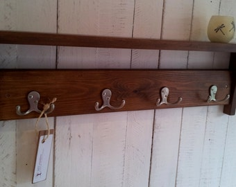 Rustic hallway coat rack with hooks and shelf, handmade from solid wood - CuoreRustico