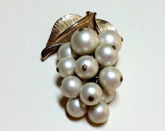 Juicy vintage grape cluster brooch from Park Lane, with pendant loop & articulated faux pearl dangles, grape brooch, Park Lane brooch, 1960s