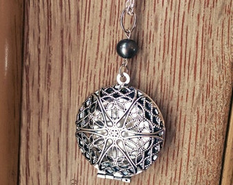 Essential Oil Diffuser Necklace - Aromatherapy Locket - Simply Pearl Silver