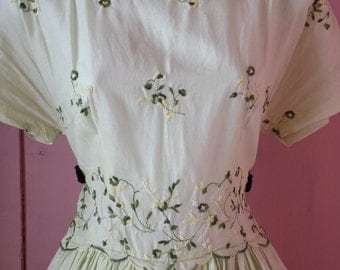 Vintage 1950's green embroidered swing dress