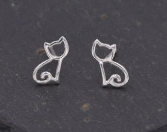 Very Cute Little Kitty Cat Stud Earrings in Sterling Silver z9