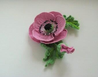 Knitted brooch pink poppy
