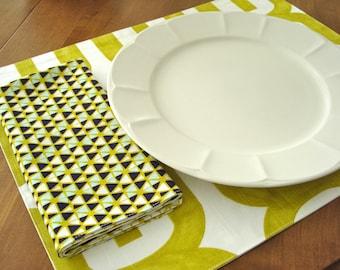 Dinner Napkins / Reversible Napkins / Cloth Napkins - Set of 4 / Reuseable Napkins / Chartruese White / Cotton Napkins /