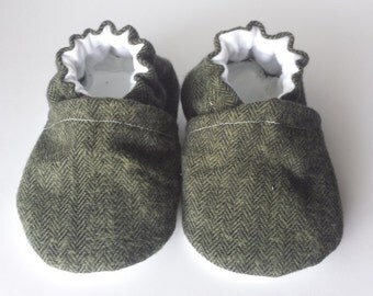 Herringbone green baby shoes, herringbone moccs, herringbone moccasins,  green baby shoes, green soft sole shoes, crib shoes, green booties