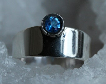 Plate ring silver with Ice Blue Topaz, tight silver color ring
