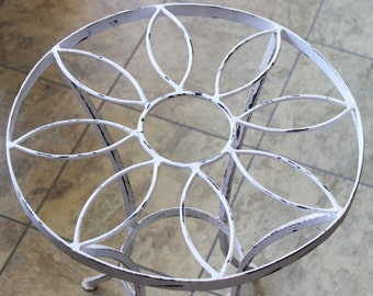 Wrought Iron Table Chippy White Wrought Iron Decorative Wrought Iron Small Shabby Chic Wrought Iron Table Excellent Vintage Condition