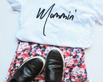 SALE: Mom Tee // Mommin' White Crewneck Tee // Mom Life Shirt // Funny Mom T-Shirt // Mom Gift // Mompreneur // Mom Life T-Shirt