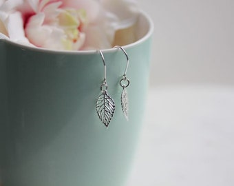 Filigree Leaf Earrings, Dangle Leaf Earrings, Silver Filigree leaf earrings,Dangle earrings, Bridesmaid earrings, Leaf Jewelry, Gift For Her