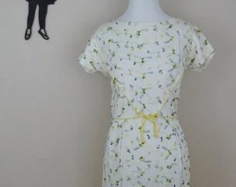 Vintage 1950's Embroidered Dress / 50s Wiggle Dress SM/MD