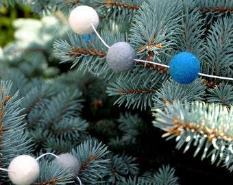 Wolle-Kugel-Girlande - Weihnachts-Girlande, Filz Kugel Garland, blau weiß silber, Waldland Garland, Kinderzimmer Dekoration, Baby-Dusche, Filz Kugel-Girlande