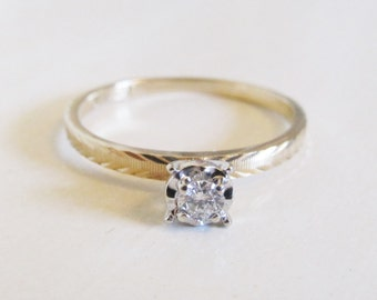 Vintage 0.10ct Diamond Solitaire Engagement Ring 14k Yellow Gold/ Brushed Textured Band