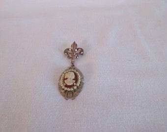 Vintage Fleur De Lis Cameo Brooch
