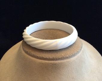 Vintage White Rippled Bangle Bracelet