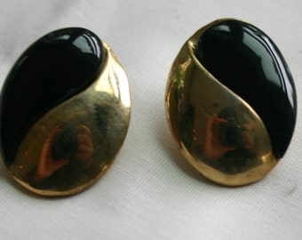 Vintage, pierced earrings.  Black with gold tone metal.