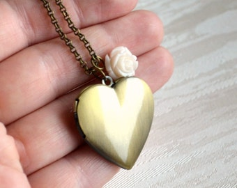 Ivory Bridesmaid Locket necklace Bridesmaid jewelry Heart locket with ivory flower Wedding jewelry Bridesmaid gift Vintage locket necklace