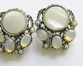 MOP Moon Sone Pearl Earrings Vintage Silver Tone Clip On