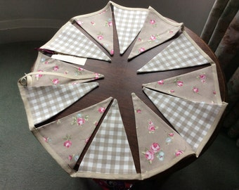 Beige flower and check bunting